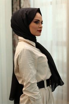شال ذو دوائر صغيرة لون أسود
