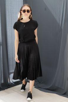 تنورة ذات ثنيات مخمل لون أسود