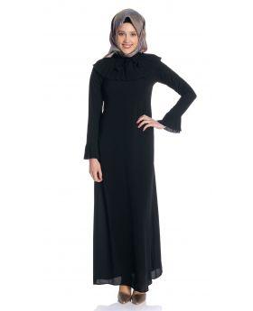 Yaka Piliseli Siyah Elbise